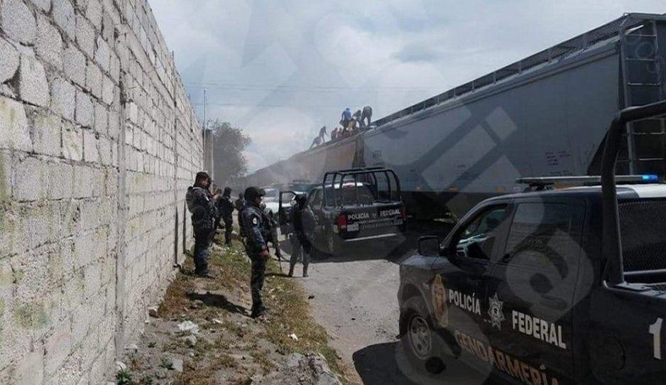 ¡Y la policía sólo se queda viendo! Exhiben segunda rapiña de la semana en Cañada de Morelos (VIDEO)