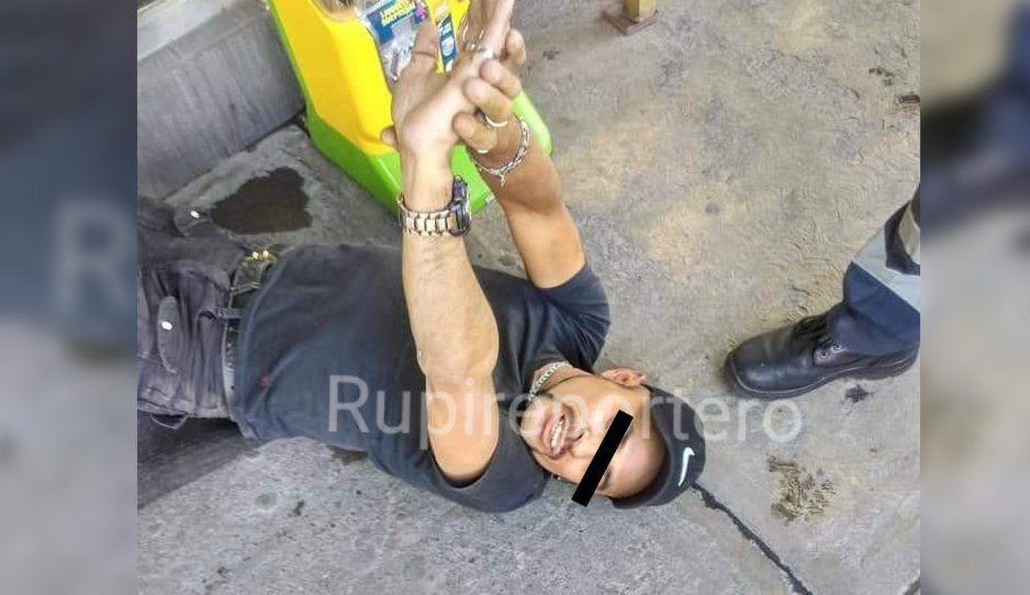 Policía se negaba a detener a ladrón que acababa de asaltar un negocio en Las Hadas