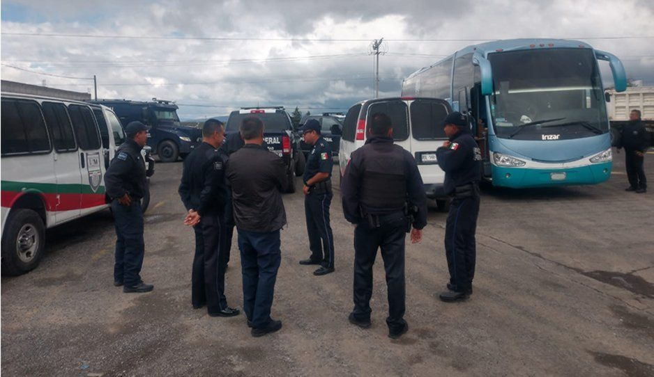 Aseguran autobús que transportaba a 89 migrantes en carretera a San Salvador el Seco