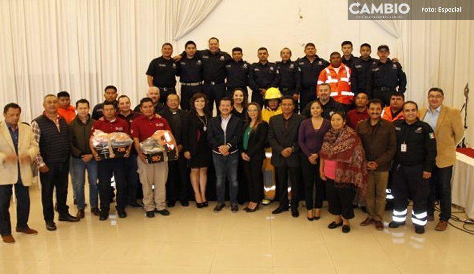 Equipa gobierno de San Pedro Cholula a bomberos en su día