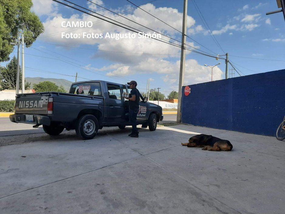 Captan a trabajadores del Ayuntamiento de Tecamachalco de parranda en unidad oficial