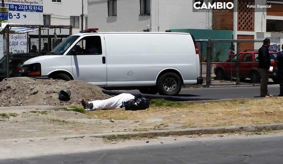 Suma otro muerto Agua de Puebla: cae un motociclista en zanja que hizo la empresa