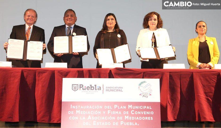Ayuntamiento firma convenio con la Asociación de Mediadores para reducir la violencia en la capital