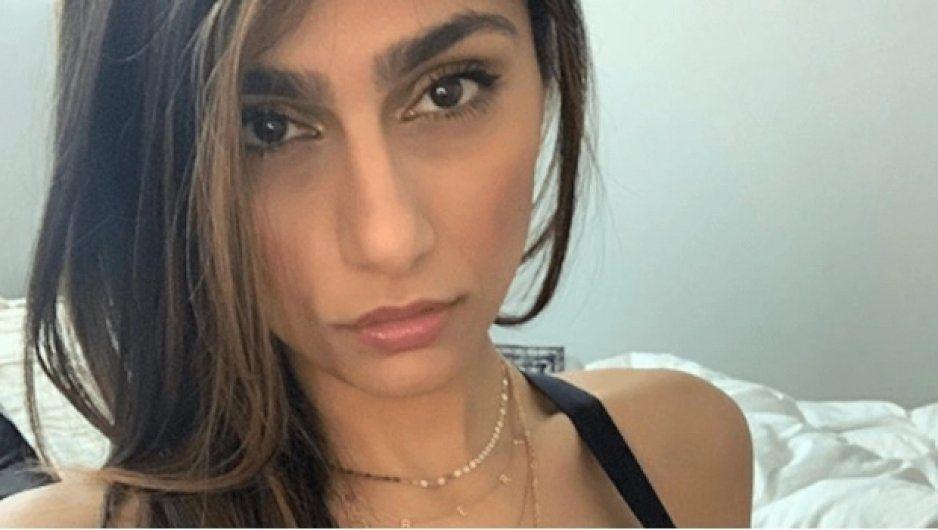 ¡No, no es la mujer perfecta! Mia Khalifa muestra en Instagram tremendo barro en su rostro (VIDEO)