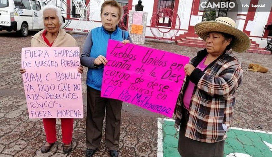 Pobladores toman alcaldía de Juan C  Bonilla en protesta por desechos en río