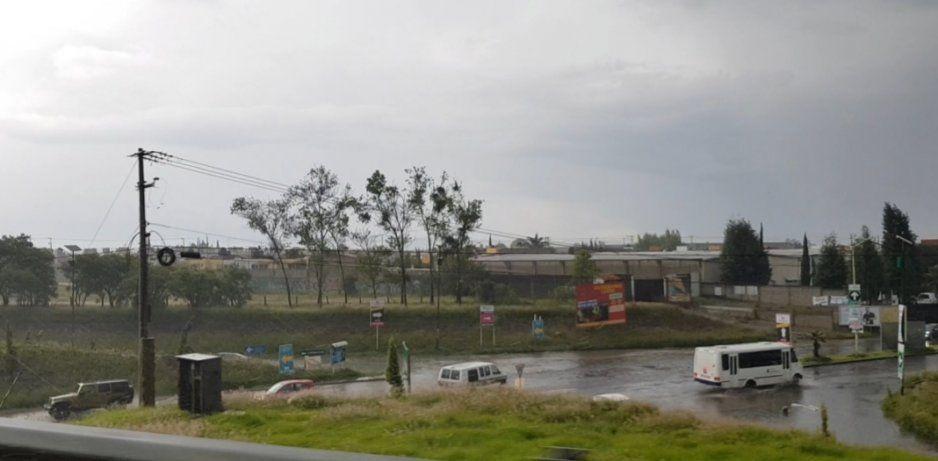 Se inundan los accesos al Periférico y la México-Puebla en Cuautlancingo (VIDEO)