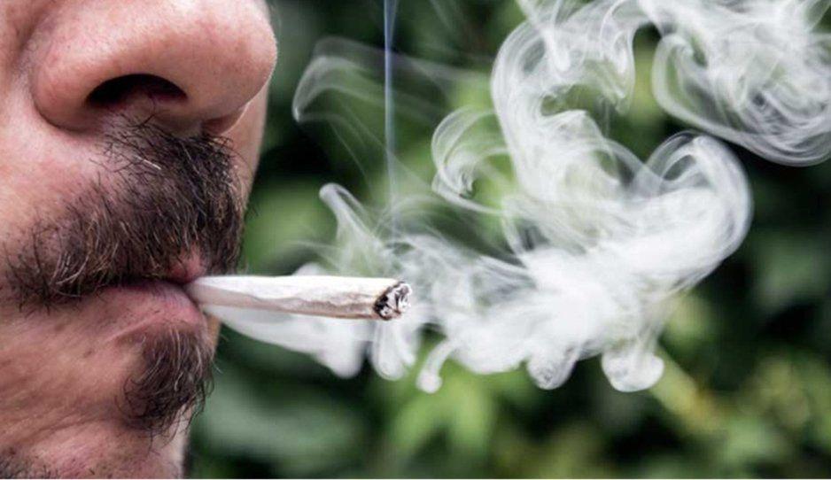 ¿Sabías que si fumas marihuana corres el riesgo de sufrir cáncer testicular?