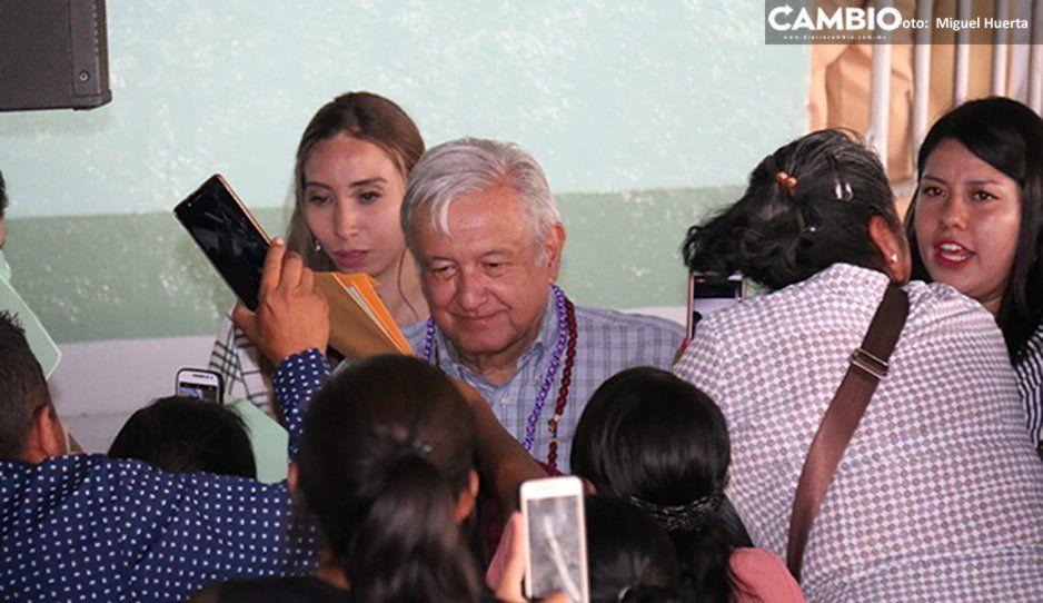 """""""Maquillan"""" hospital del IMSS en Tepexi por visita de AMLO"""