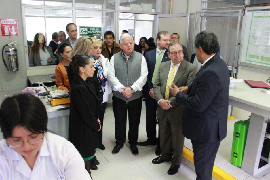 Carlos Peredo y compañía minera Autlán recorren instalaciones del Instituto Tecnológico Superior de Teziutlán