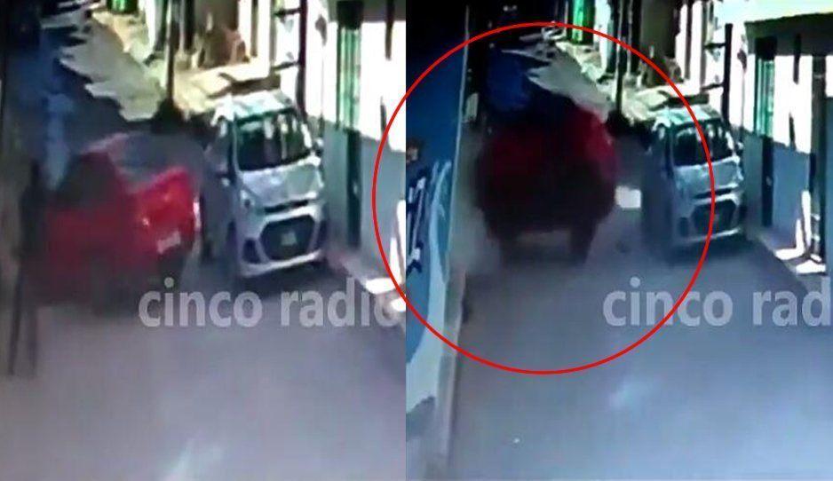 Conductor borracho choca contra una vivienda en San Francisco Totimehuacan