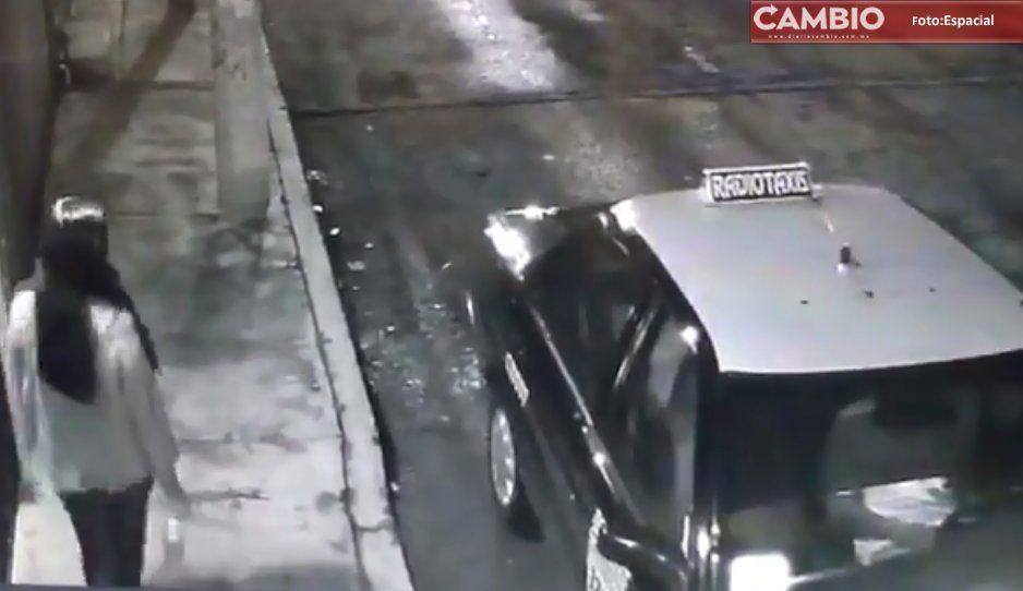 VIDEO: Asqueroso depravado taxista muestra sus genitales a jovencita en colonia Universidades