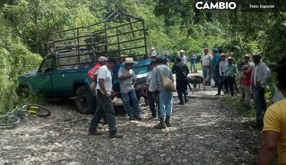 Volcadura de camioneta deja dos muertos y 20 lesionados en Jopala