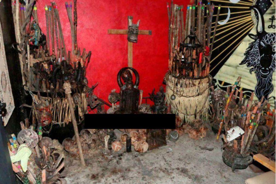 ¡Macabro hallazgo! descubren altar satánico con restos humanos en Tepito