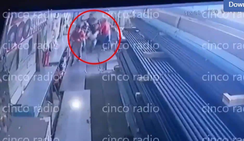 VIDEO: Comando armado atraca a trabajadores de Aceros Comerciales en Huejotzingo