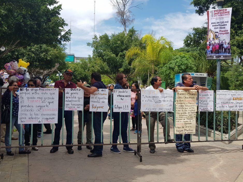 En medio de un fuerte operativo y manifestaciones se lleva acabo Primer Informe de Patjane (VIDEO)