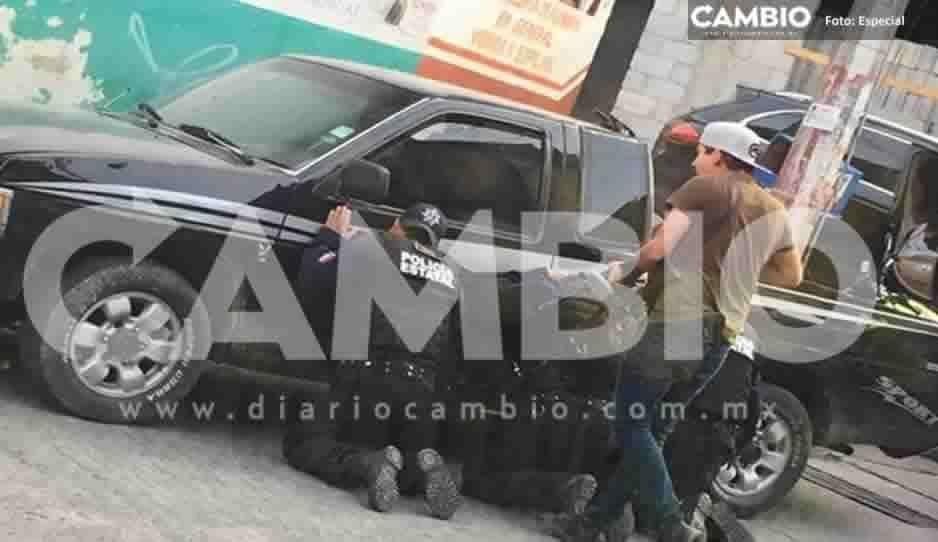 ¡Se desata balacera en Juan Galindo! Comando levanta a 9 policías