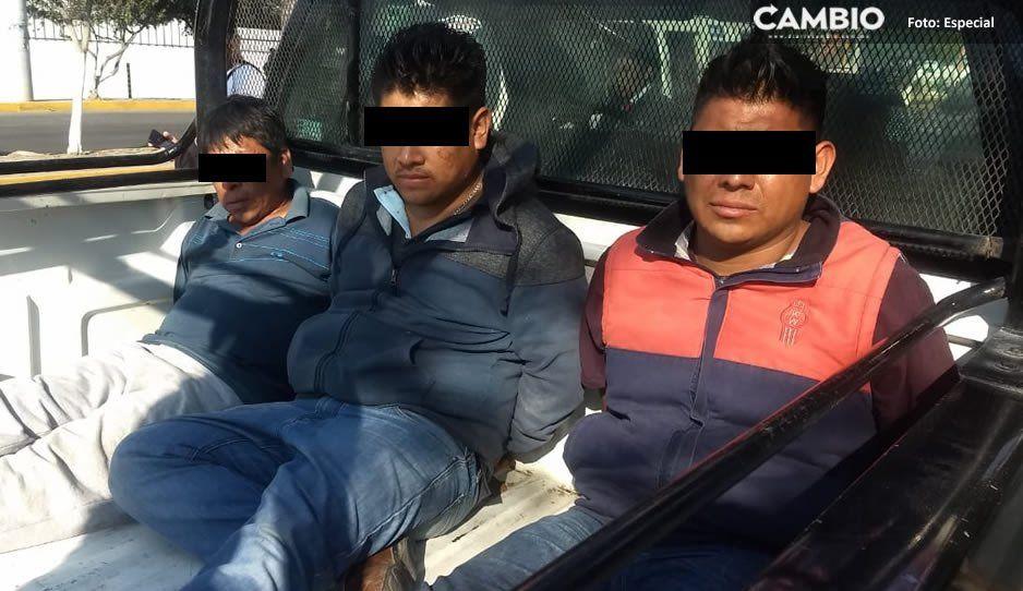 Detienen a tres robapollos cuando hurtaban mercancía de tráiler en la Cuacnopalan-Oaxaca