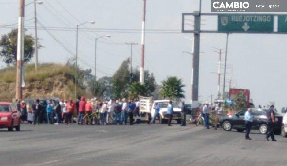 Bloquean el boulevard Aeropuerto y la federal México-Puebla por obras de colector pluvial