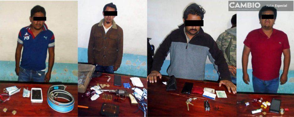 Detienen a 4 hombres armados tras intertan asaltar camioneta de cerveza en Tlatlauquitepec