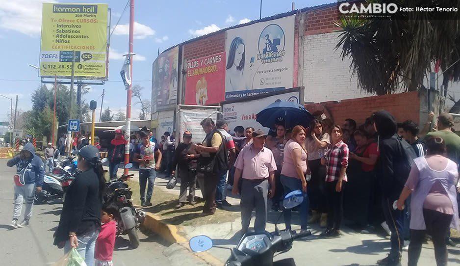 Ambulantes se concentran frente al Palacio Municipal para el cierre de vialidades en Texmelucan