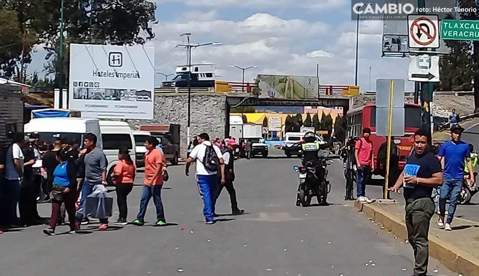 Tras una hora de caos vial, comerciantes liberan accesos a Texmelucan y esperan reunión en la SGG