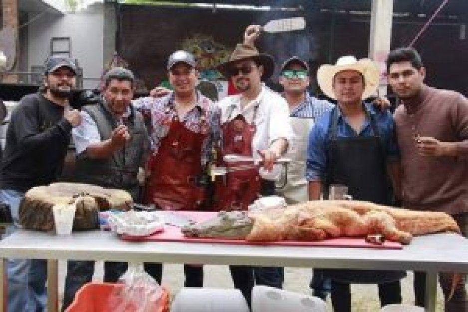 Esposo de regidora de Huejotzingo deleita su paladar con cocodrilo