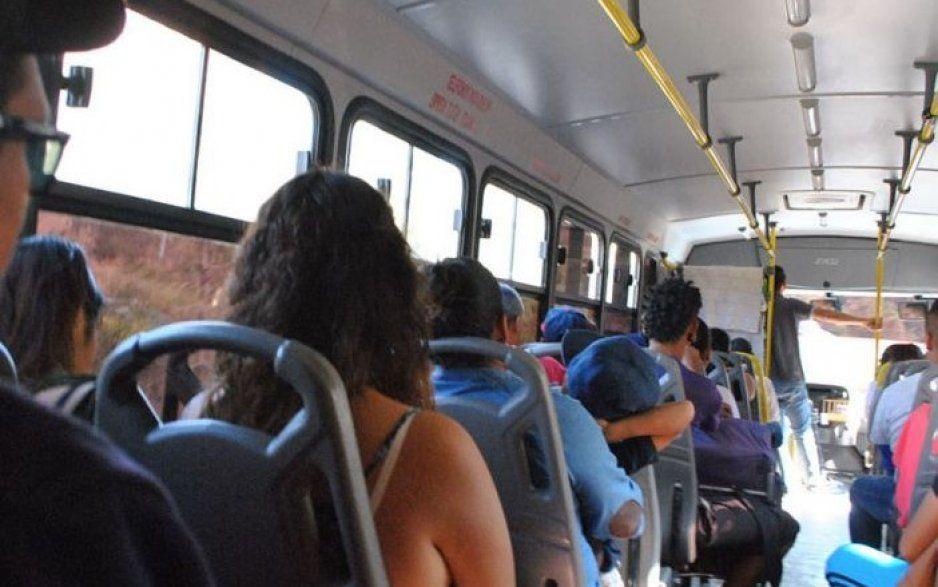 Pasajeros logran frustrar asalto a unidad de la línea San Andrés Calpan en Forjadores