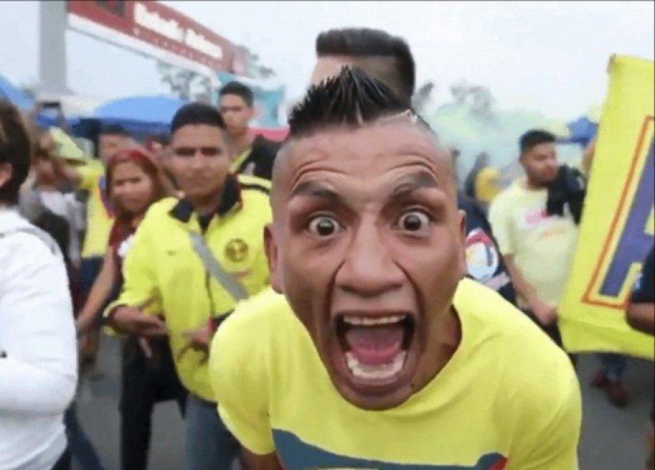 Perro Rabioso se roba el show en llegada de Ochoa al Aeropuerto (VIDEOS)