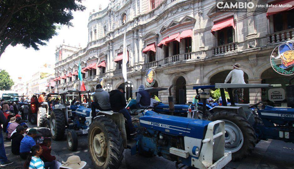 Con tractomanifestación campesinos acusan a René Sánchez de represor: no nos deja vender