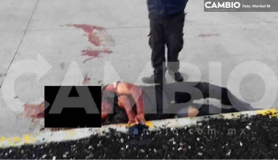 Hombre resulta gravemente herido al caer de una motocicleta en Vía Atlixcáyotl