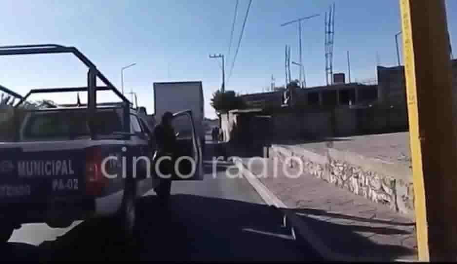 Policía Federal apoya a trailero que iba a ser asaltado rumbo a Tehuacán