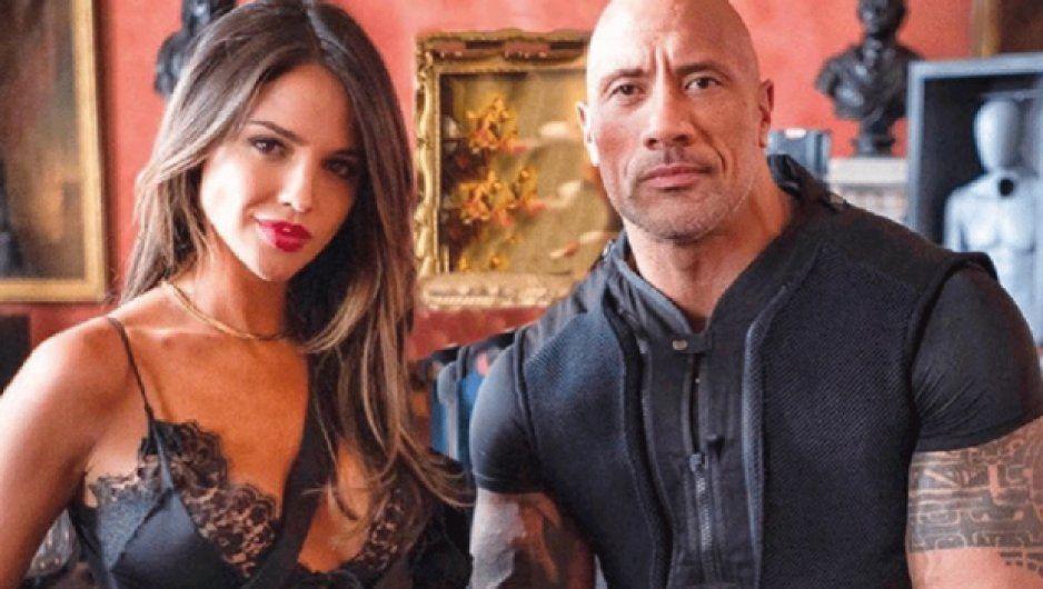 ¿Eiza González se tatuó el rostro de La Roca? (FOTO)
