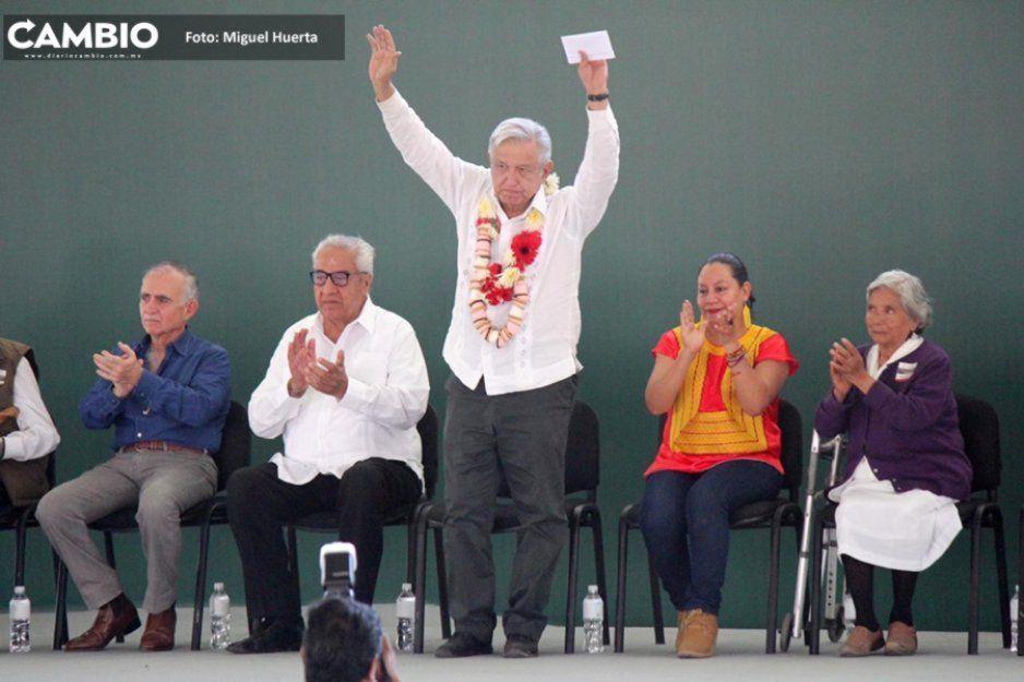 AMLO anuncia en Atlixco la creación de un comité en escuelas más dañadas de la entidad (FOTOS)