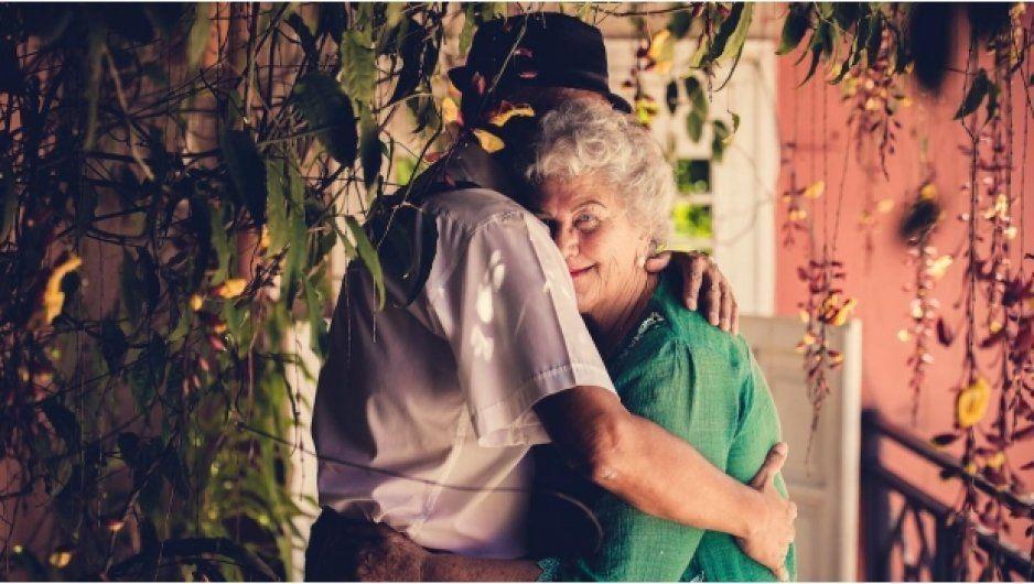 Con más de 70 años, pareja debuta en el cine porno (VIDEO)