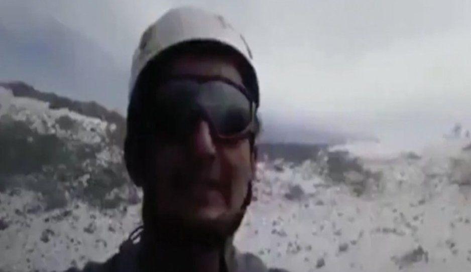 Excursionista desafía al Popocatépetl y se filma en la cima del cráter (VIDEO)