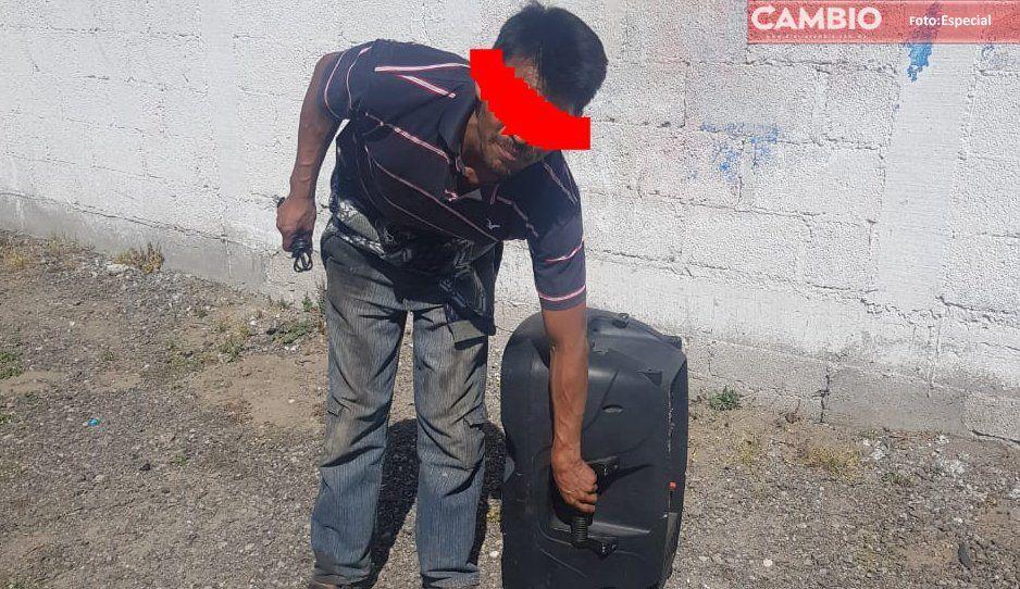 Policías de Amozoc sorprenden a ladrón en pleno robo