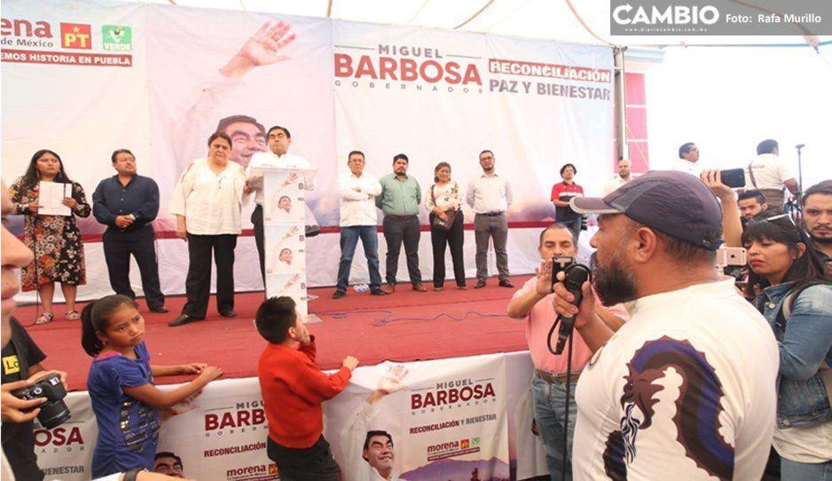 Barbosa responde a comerciantes de la 28 de Octubre mientras Cárdenas y AJM prefieren a universitarios fifís de la Ibero (VIDEO)