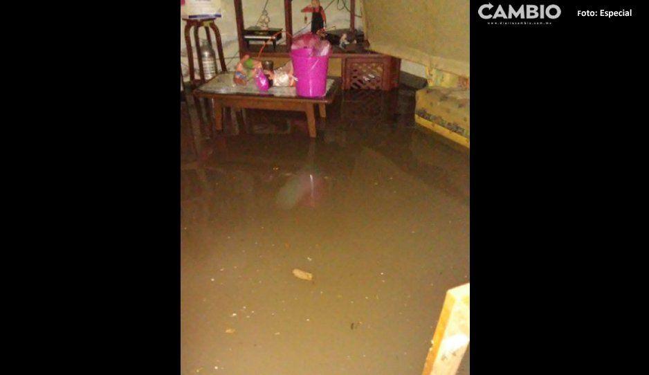 Reportan inundación en colonia Minerales del Sur ¡Familia pierde todo!