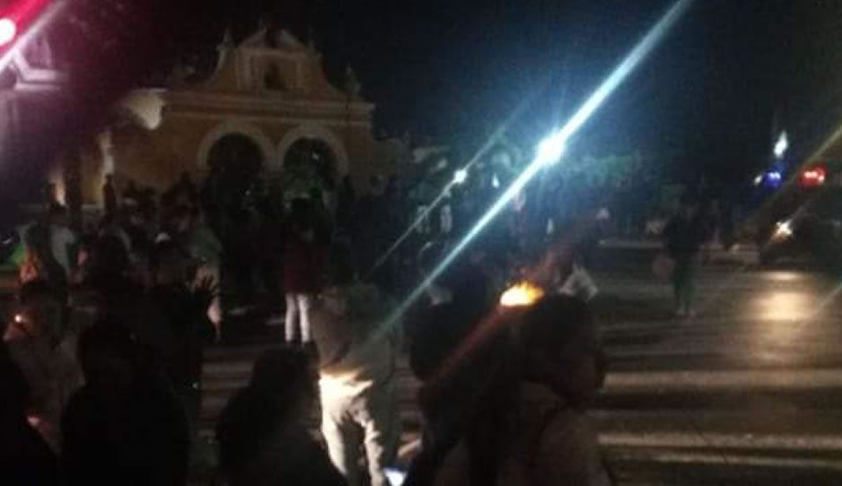 Cierran la federal a Atlixco a la altura de Tlaxcalancingo por desaparición de una menor de 8 años