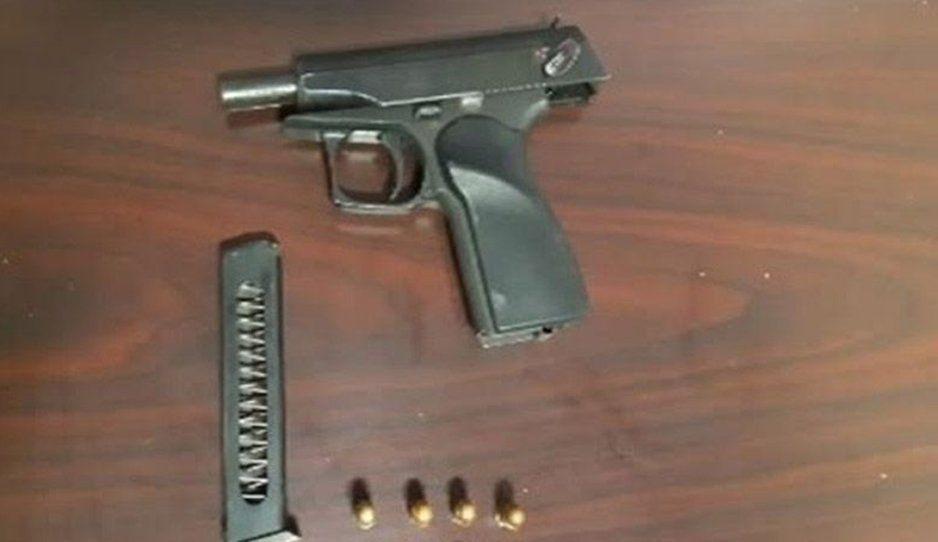 Arrestan a sujeto en posesión de un arma de fuego en calles de Atlixco