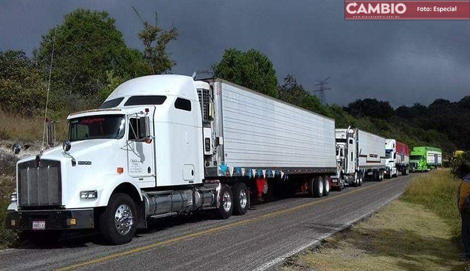 Roban camión cargado de melones en Huixcolotla