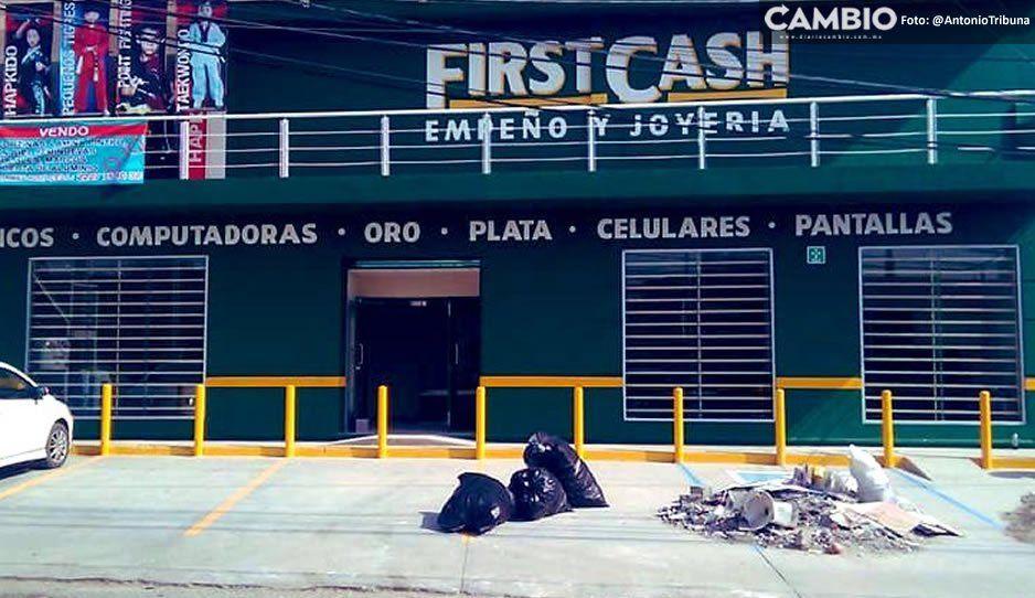 Ladrones se llevan joyería y celulares de casa de empeño First Cash en Camino a Tlaltepango