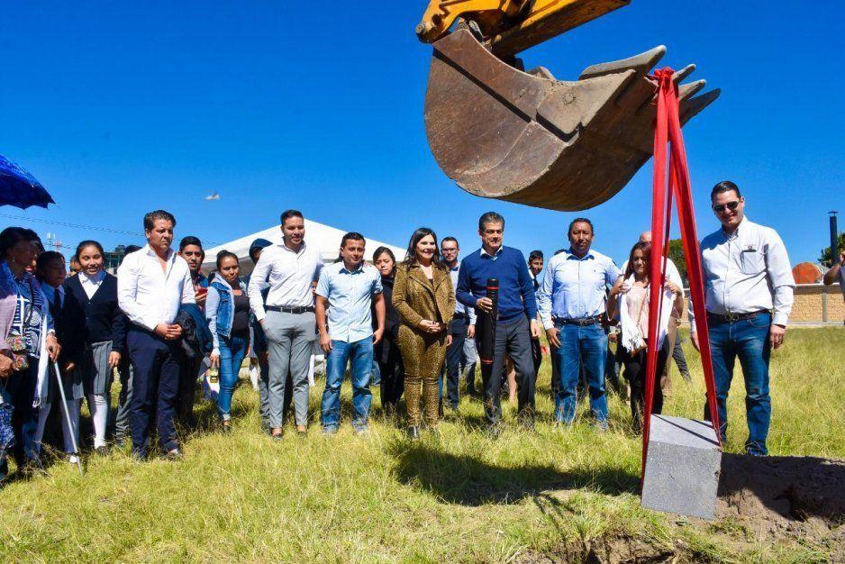 Gobierno de Texmelucan y Rassini Frenos colocan la primera piedra del Parque Deportivo El Jagüey