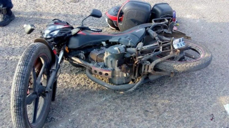 Embiste camioneta a una motocicleta en Izúcar