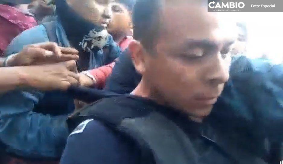 Se le escapa un disparo a un policía en el cerro de Necaxaltepetl y por poco linchan al edil de Juan Galindo y sus uniformados (VIDEO)