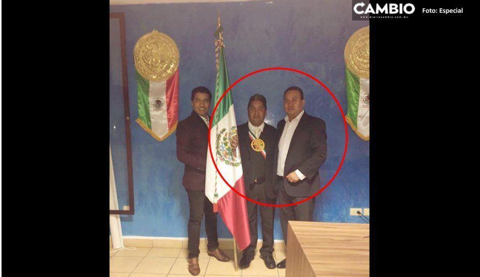 Alcalde de San Rafael Comac usa banda presidencial para dar el Grito
