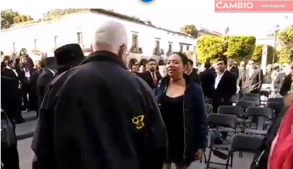 Durante evento, colaborador de Mireles golpea a mujer en la cara