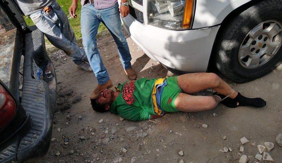 Sin calzones y golpeado dejan a ratota en Totimehuacan; quería robarse un caballo (FOTOS)