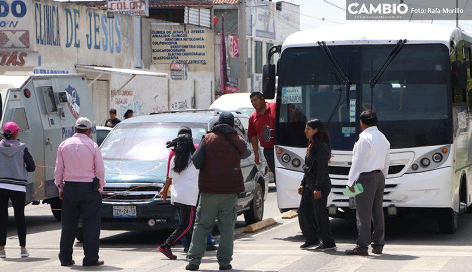 #Caos Vial: Vecinos de la colonia Pino Suárez cierran circulación en la Avenida 11 Sur (VIDEO)