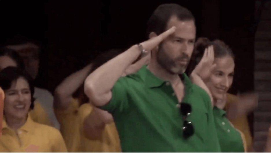 Hijos de Carlos Salinas bailan en cumpleaños de líder de secta sexual (VIDEO)